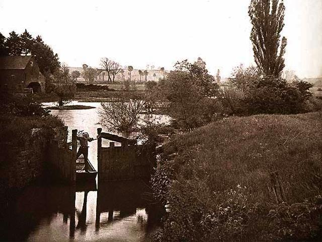 """The Old Lock at Welford"", Photogravure, 1892 wallpaper"
