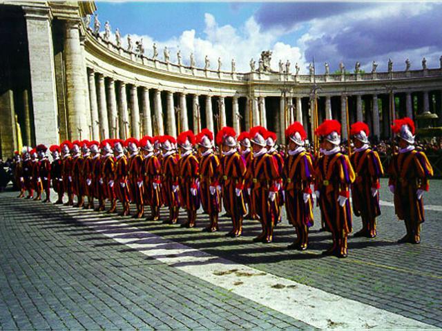 Depois de séculos de tradições Guarda do Vaticano poderá ter integrantes femininas…
