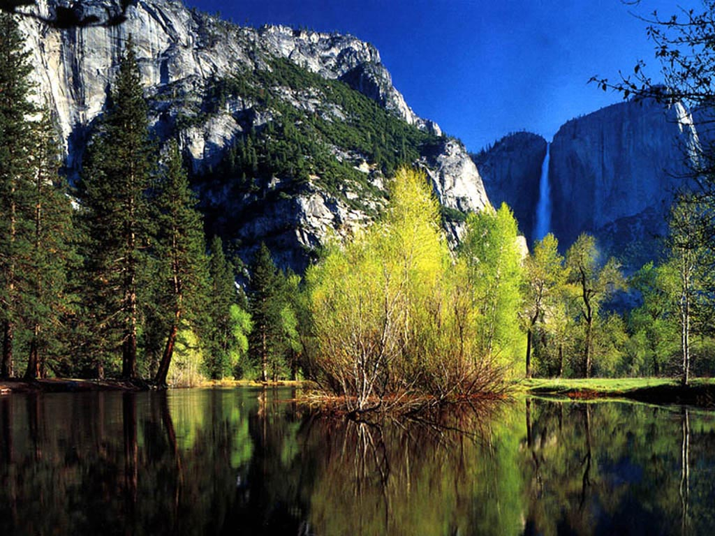 Yosemite Falls in Autumn wallpaper