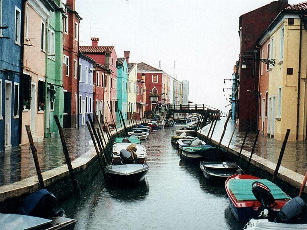 Burano Canal in Venice wallpaper